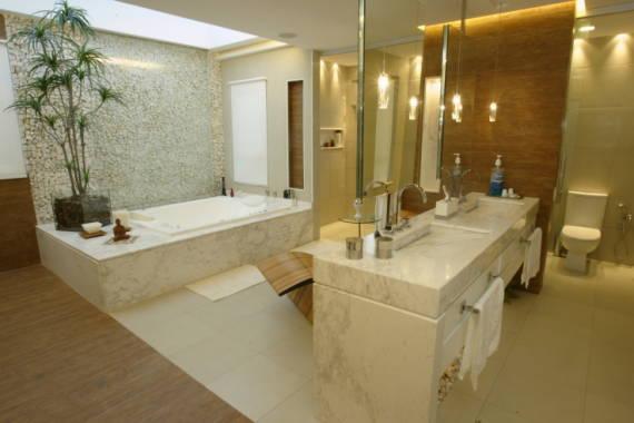 banheiro-com-parede-de-pedras-decorativas-portuguesa
