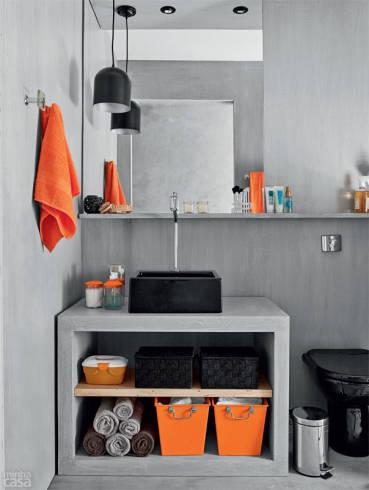 Cimento queimado claro no revestimento do banheiro