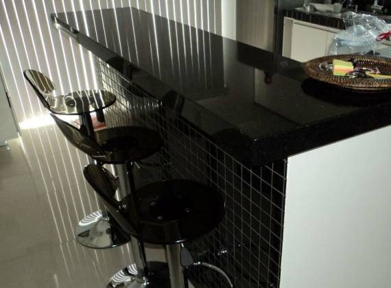 Dicas de cores de granito para bancada de cozinha preta e branca