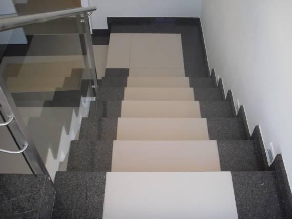 Escada de porcelanato com granito - fotos