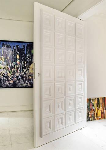 Fotos de porta pivotante branca grande para apartamento