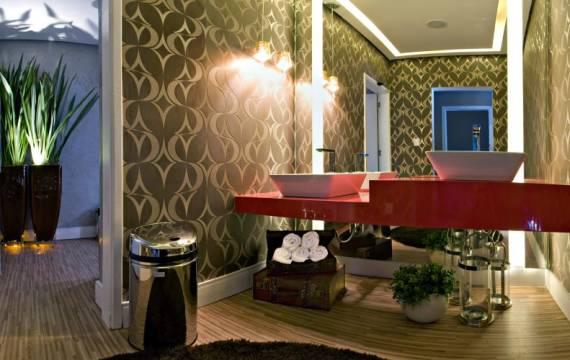 Fotos de lavabos com papel de parede e espelho até o teto