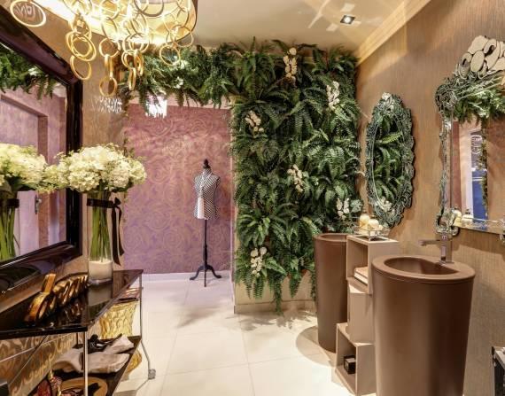 Fotos dos melhores lavabos com papel de parede chique marrom