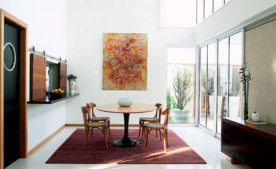 Sala com pé direito duplo decorada - dicas simples e fáceis