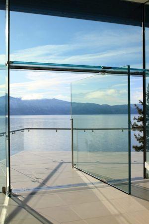 Tipos de porta pivotante de vidro para entrada