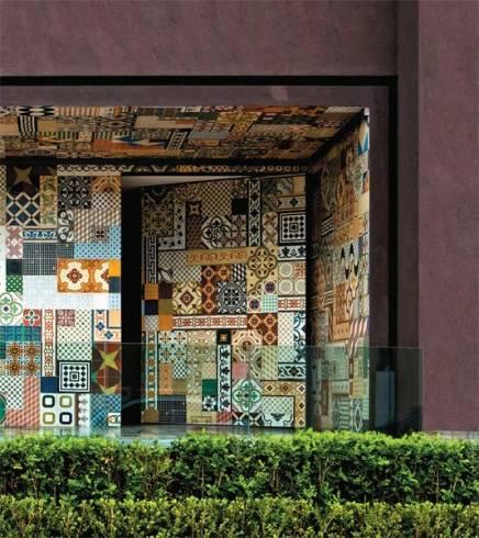 Dicas de decoração de sobrados com porta pivotante de entrada