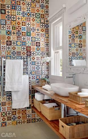 Fotos de banheiros com bancada de madeira rústica - como cuidar
