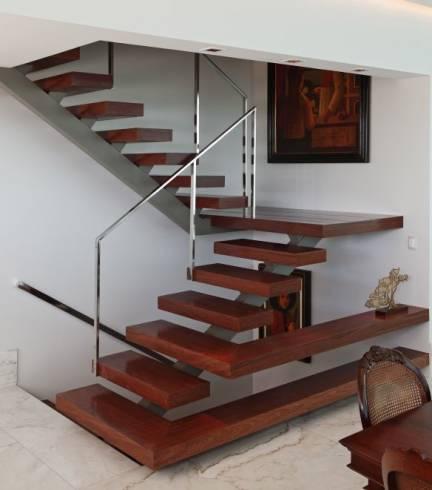 Corrim o de inox 40 dicas e fotos de modelos for Tipos de escaleras para casas de 2 pisos