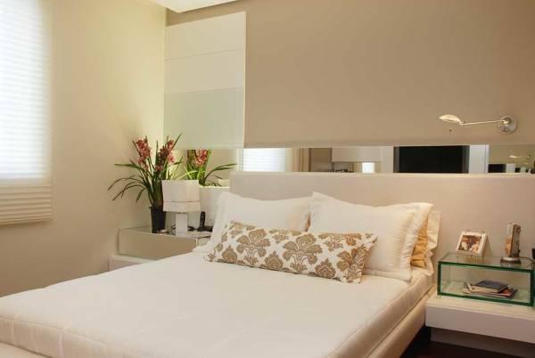 Fotos de quartos clean decorados com espelho e persiana