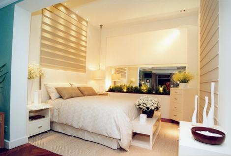 Imagens de quartos de casal decorados com tons neutros