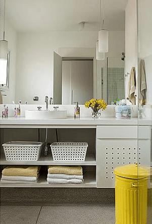 Fotos de banheiros clean com espelho até o teto
