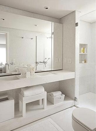 Imagens de banheiros decorados com estilo clean e bancada branca