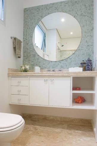 Fotos de banheiros e lavabos com espelho redondo