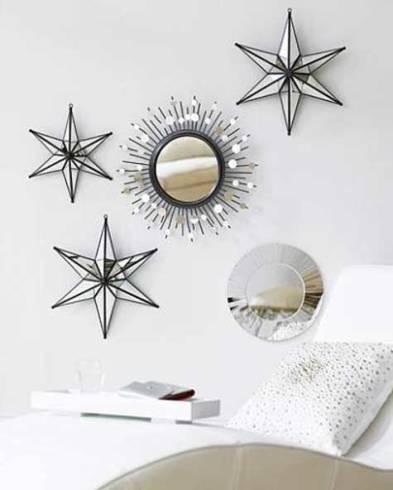 Decoração de parede com molduras e espelhos