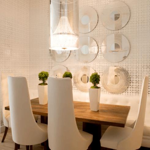 Fotos de salas de jantar com espelhos decorativos