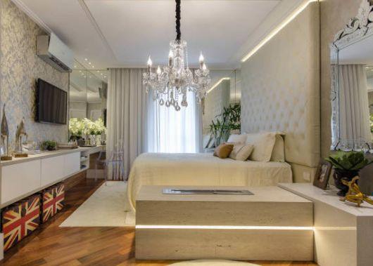 Fotos de quartos de casal decorados com espelhos