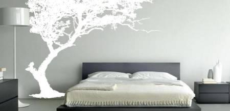 Decoração de quarto de casal simples com adesivos de parede