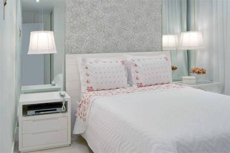 Fotos de quarto de casal decorado simples feminino com espelhos