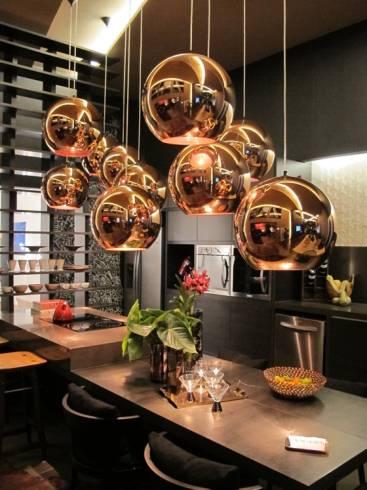 Fotos de pendentes dourados para cozinha moderna