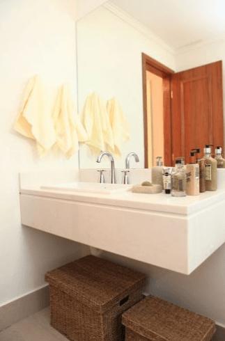 Fotos de lavabos decorados com espelho até o teto