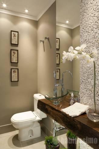 Imagens de lavabos decorados com tons bege e branco