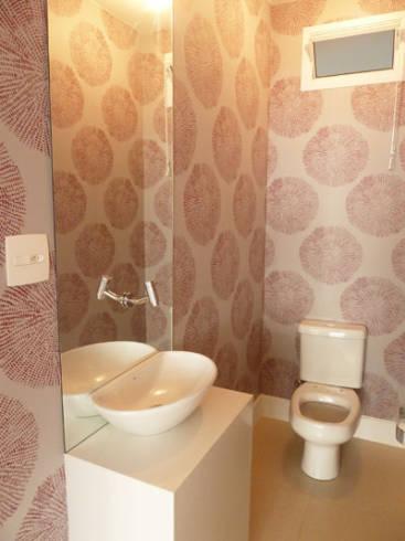 Fotos de lavabos decorados pequenos com espelho grande