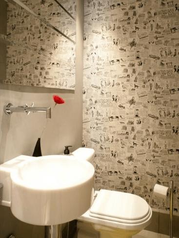 Para decorar o lavabo com cuba quadrada preta robusta e bancada de ...
