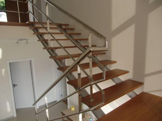 Dicas de escadas modernas com vigas de aço