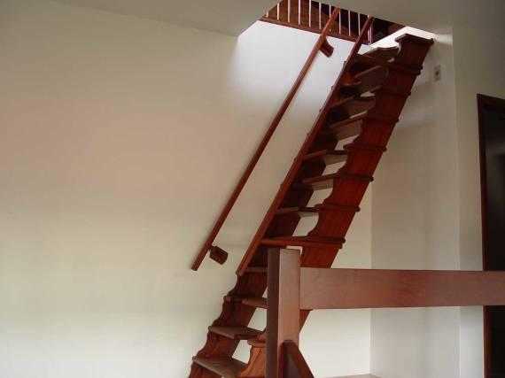 Como fazer escada fixa para sótão de madeira
