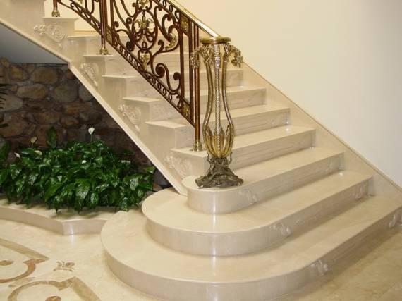 Dicas de revestimentos e materiais para escada tradicional