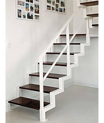 Modelos de escada vazada moderna para sobrado