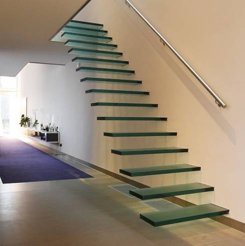 Modelos de escada flutuante sem corrimão com degrau de vidro