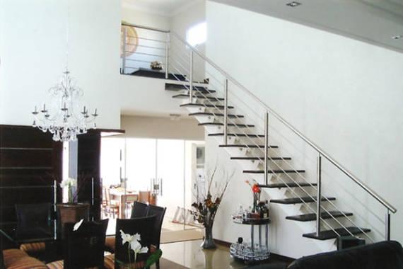 Projetos de escadas com viga central modernas