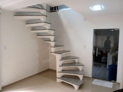 Fotos de escadas curvadas com degrau em leque - como fazer