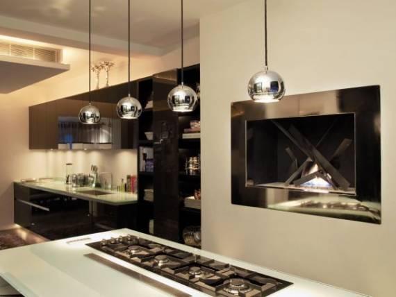 Fotos de cozinhas com pendentes de inox prateados redondos