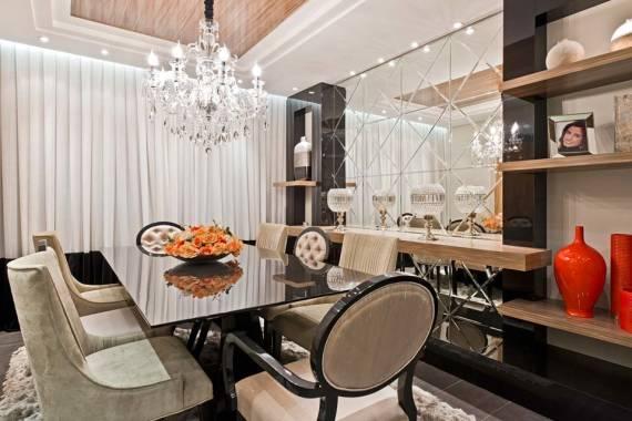 Fotos de salas de jantar com espelho bisotado até o teto