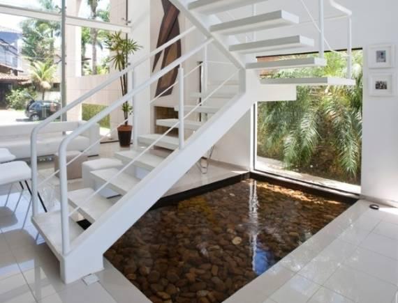 Como fazer uma escada com viga lateral moderna clean