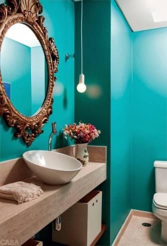 Lavabo decorado com espelho vitoriano bronze