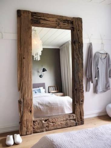 Fotos de espelhos com moldura de madeira de demolição