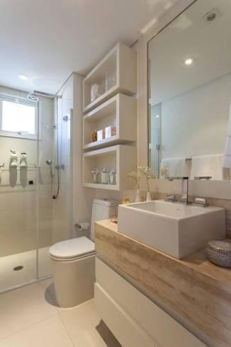 Fotos de banheiros decorados com espelho bisote simples