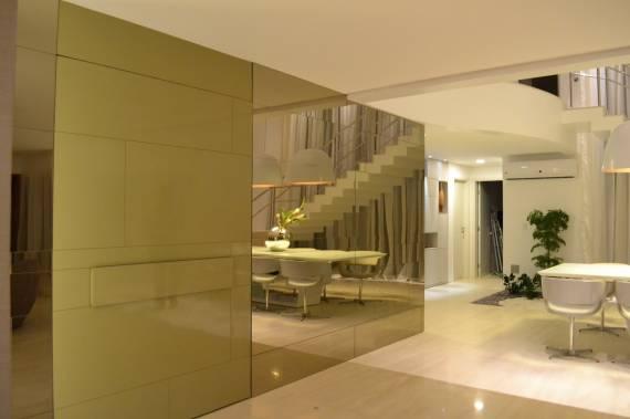 Fotos de decoração com espelho bronze até o teto