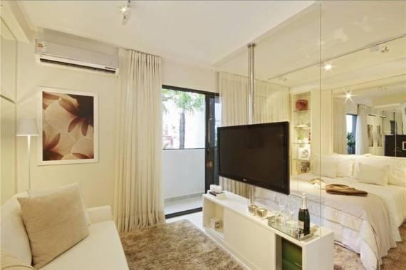 decoracao kitnet casal:meia parede também pode ser feita de vidro, e assim deixar a cama