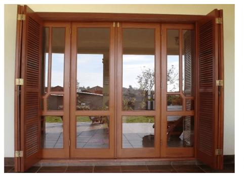 Porta de sacada de madeira veneziana clássica