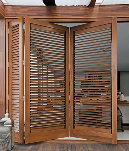 Fotos de portas articuladas de madeira para dividir ambientes
