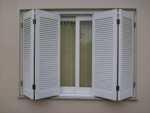 janela modelo camarão branca