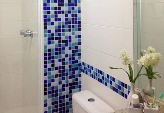 BANHEIROS COM PASTILHAS 60 Modelos e Dicas -> Decoracao De Banheiro Pequeno Com Pastilhas Azul