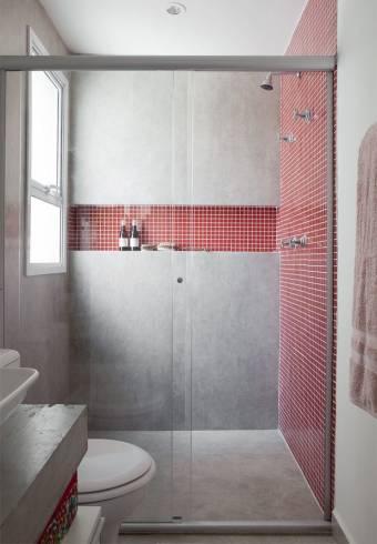 pastilha vermelha no banheiro com cimento queimado