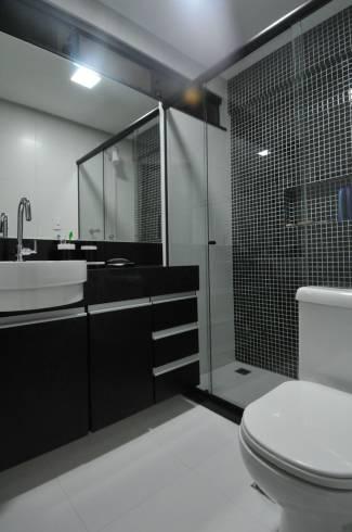 decoração com pastilha preta no banheiro