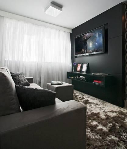sala pequena com parede preta