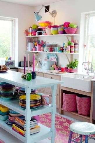 decorações coloridas para cozinha pequena